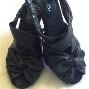NWOT Aerosols Black Shoes With Cute Bow - 8.5